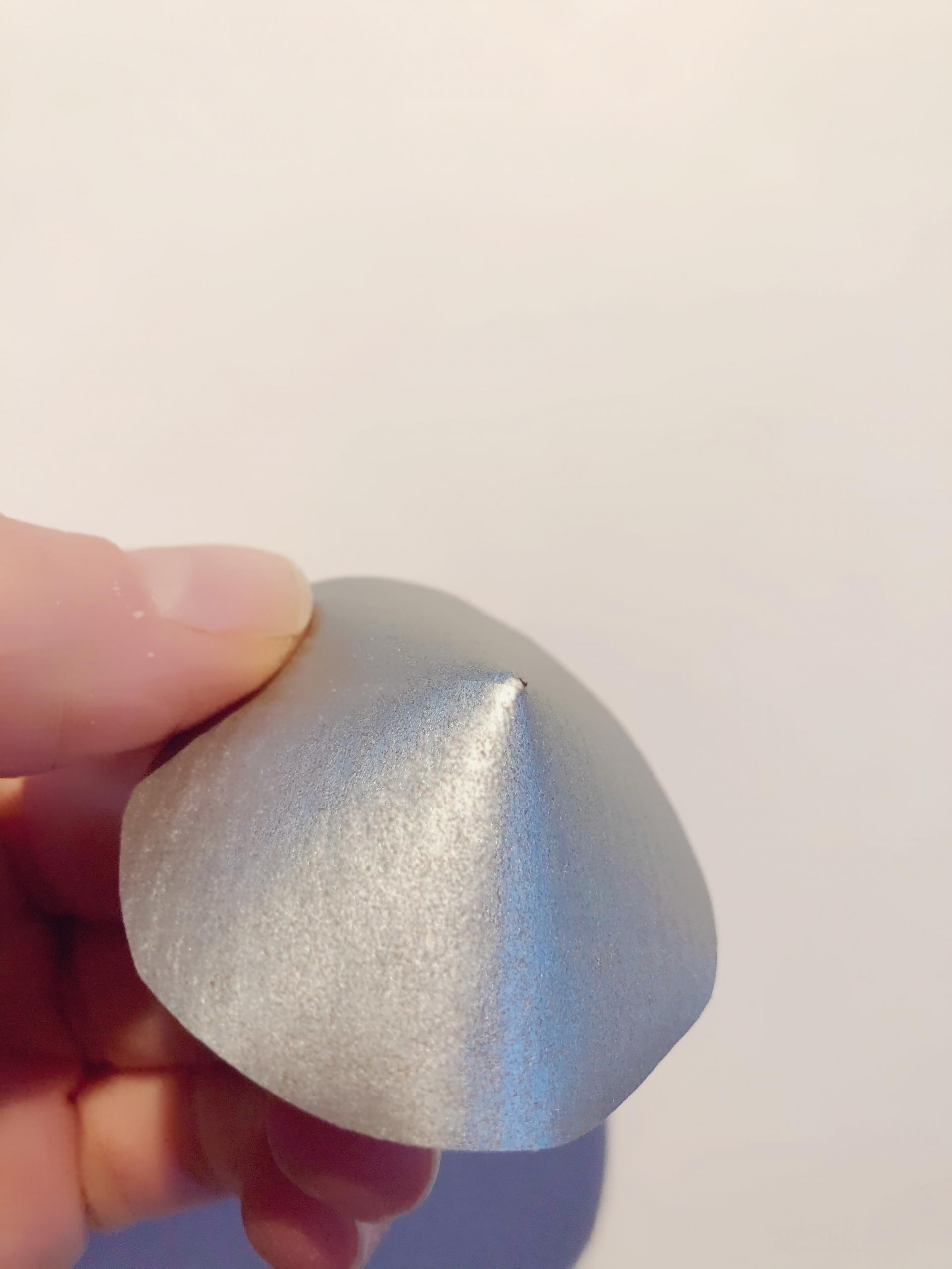 Deckel für für DIY Konfetti-Rakete biegen und Enden festkleben